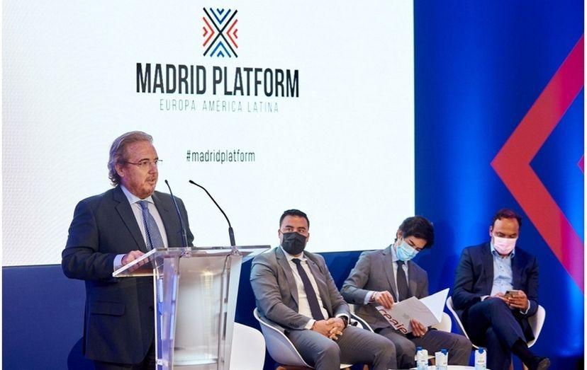 """""""Hay que centrarse en líneas especializadas para los sectores. Hay que emprender y reciclar a medida sectorial"""" Pedro Martín Molina"""